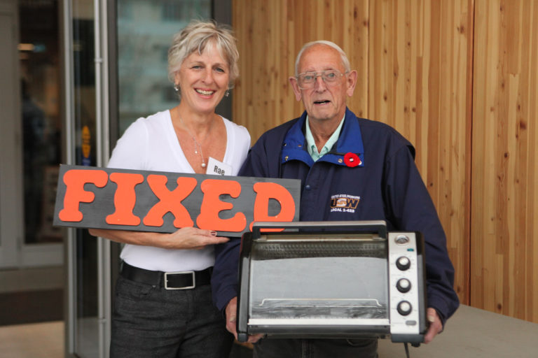 Fixed microwave oven at the Kelowna Repair Cafe