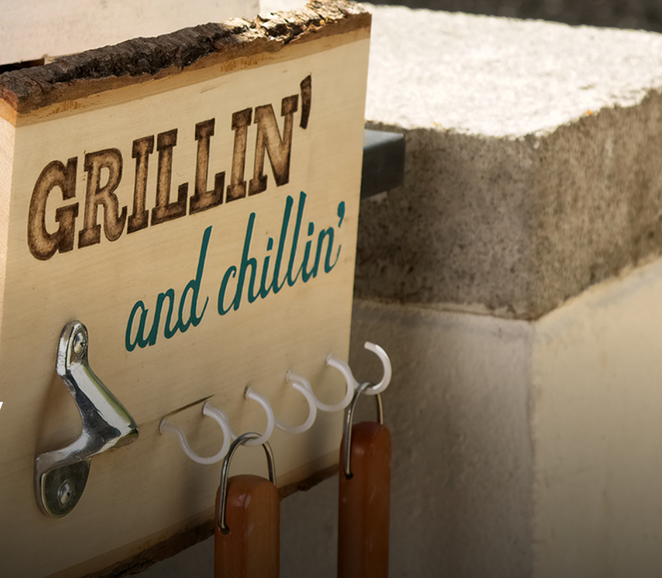 DIY BBQ sign gift idea for Dad